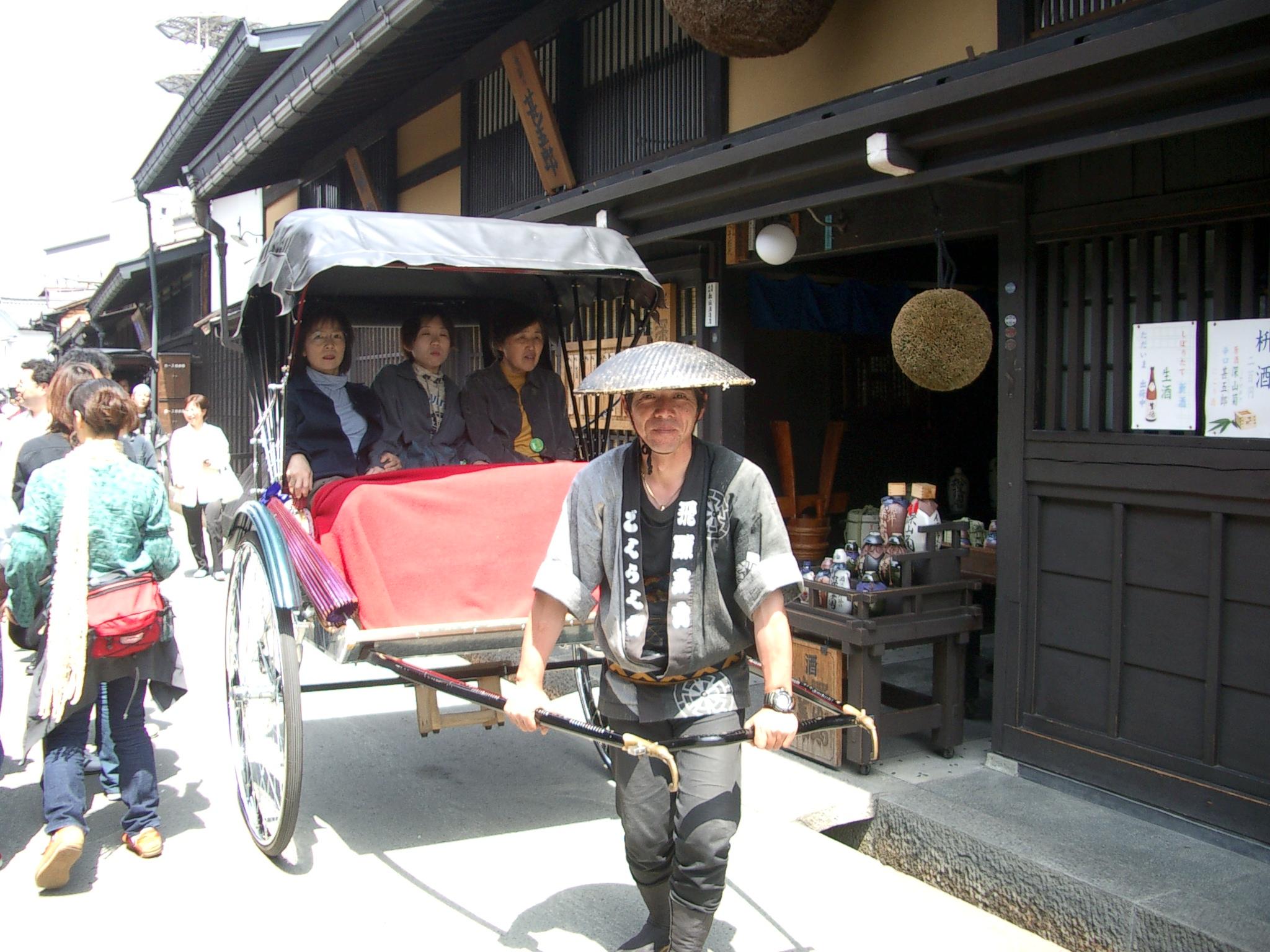 飛騨高山・観光人力車 ごくらく舎