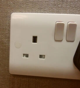 BF対応でもシンガポールで使えないコンセント変換プラグがある