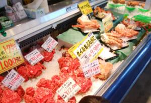 札幌の市場でカニや海鮮丼を買う時は注意しないと粗悪品に当たる