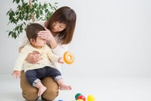 子供が病気:熱を測る子供