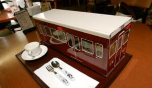 電車好きの子供に大人気「阪急電車」に入ったお子様ランチを梅田で