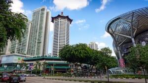 シンガポール観光で注意したい、スコールの時期と対策。傘は役立つのか