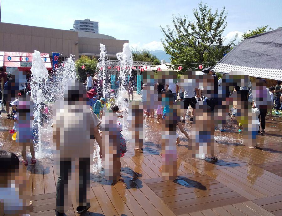 阪急西宮ガーデンズで水遊び 噴水