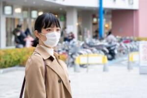 マスクをする女性、コロナ対策