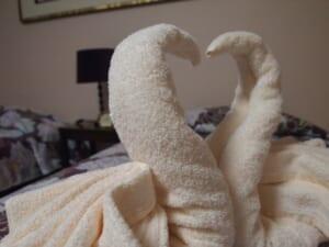 自粛中でもリゾートホテル気分!Hotels.comがベッドメイキングチャレンジを開催